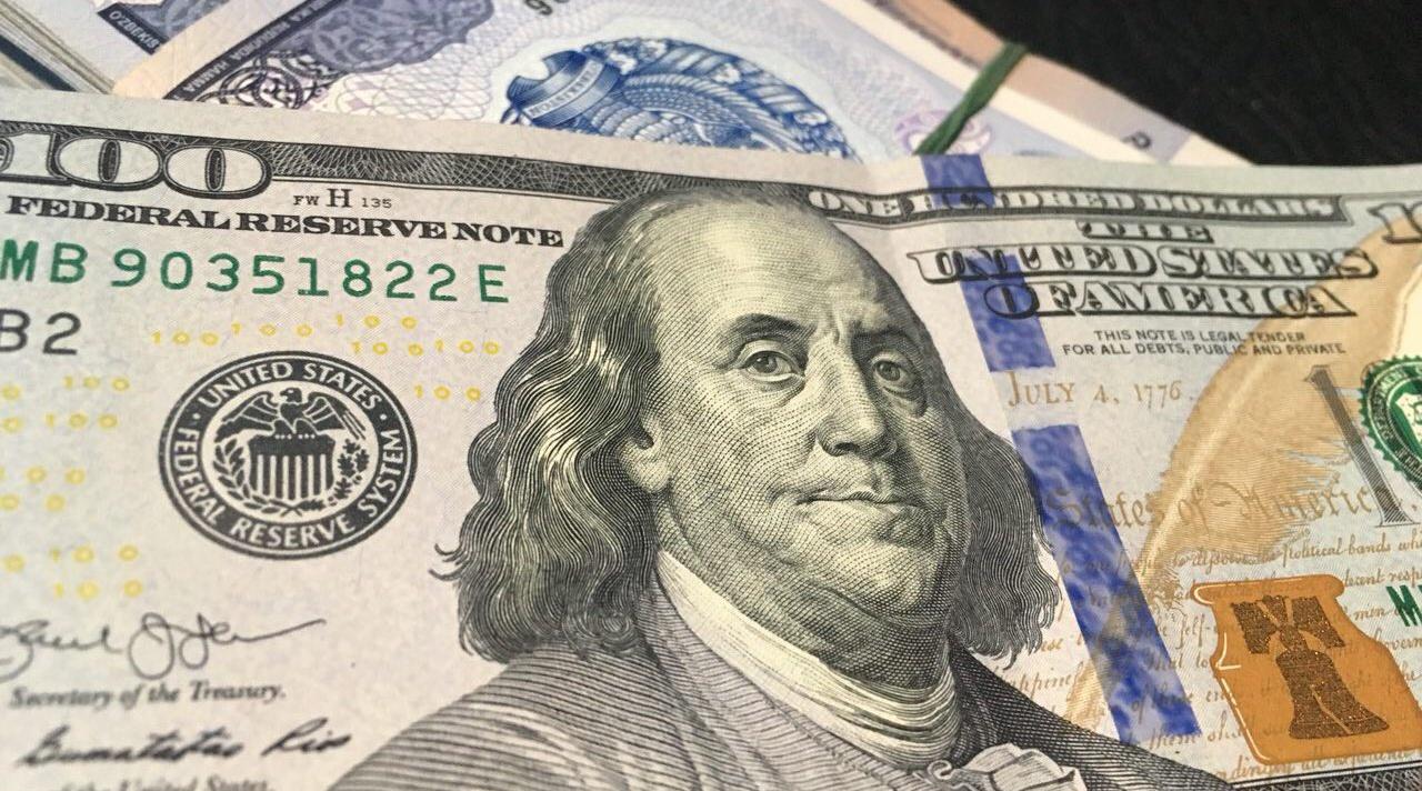 В РФ валюта пробила новейшую отметку— руб. резко рухнул