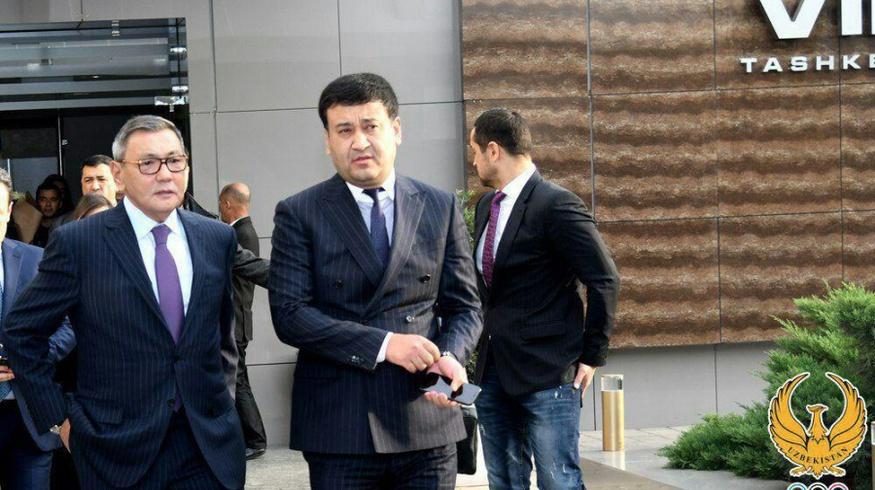 Президент AIBA Гафур Рахимов прилетел в Ташкент (фото)