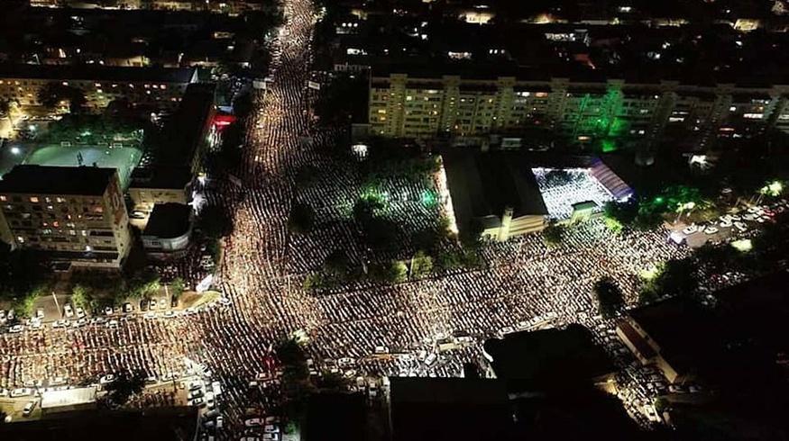 Британская газета Daily Mail осветила таравих-намазы в Ташкенте и опубликовала снимки с дрона — фото
