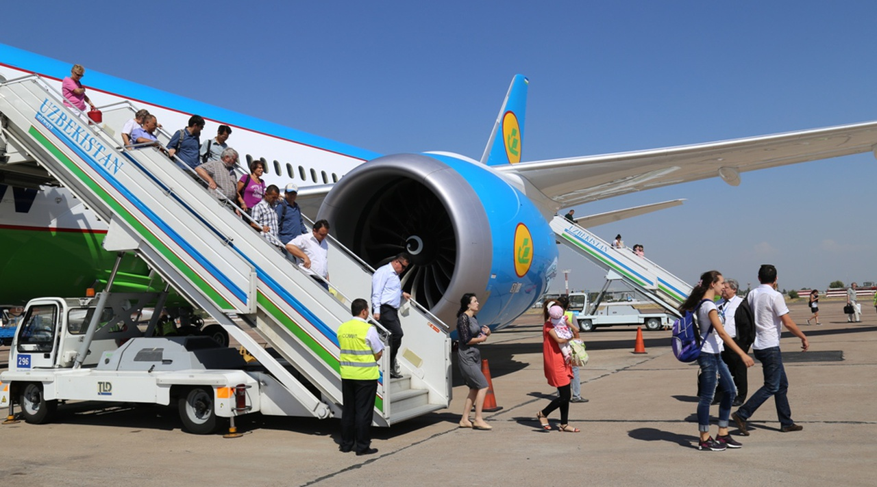 Резиновые самолеты. Узбекистанцы пишут, что билеты на рейсы в Россию уже забиты на полгода вперед