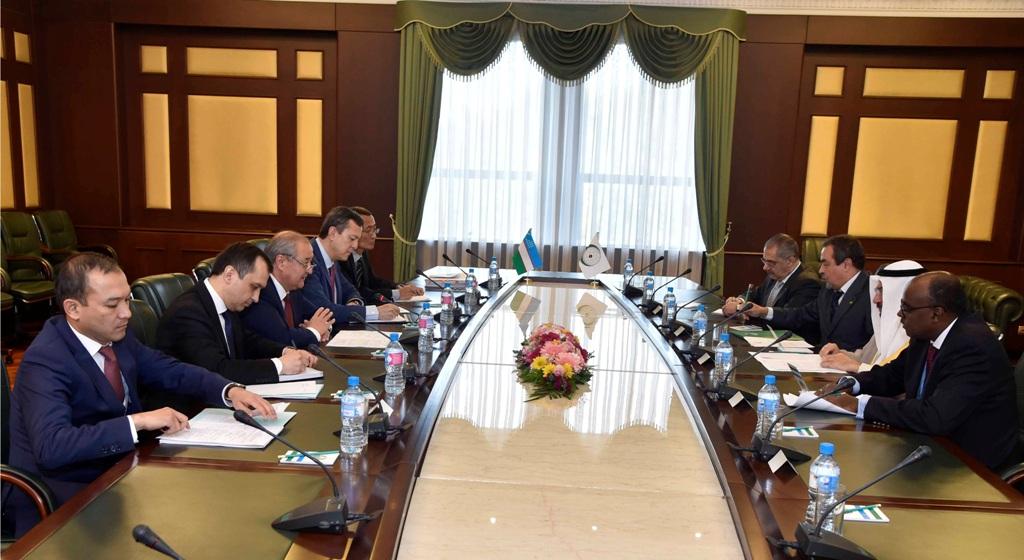 Генеральный секретарь ОИС прибыл в Ташкент